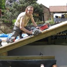 Fotoreportáž o tom, jak se stavěla nová dílna Sunsetbike.